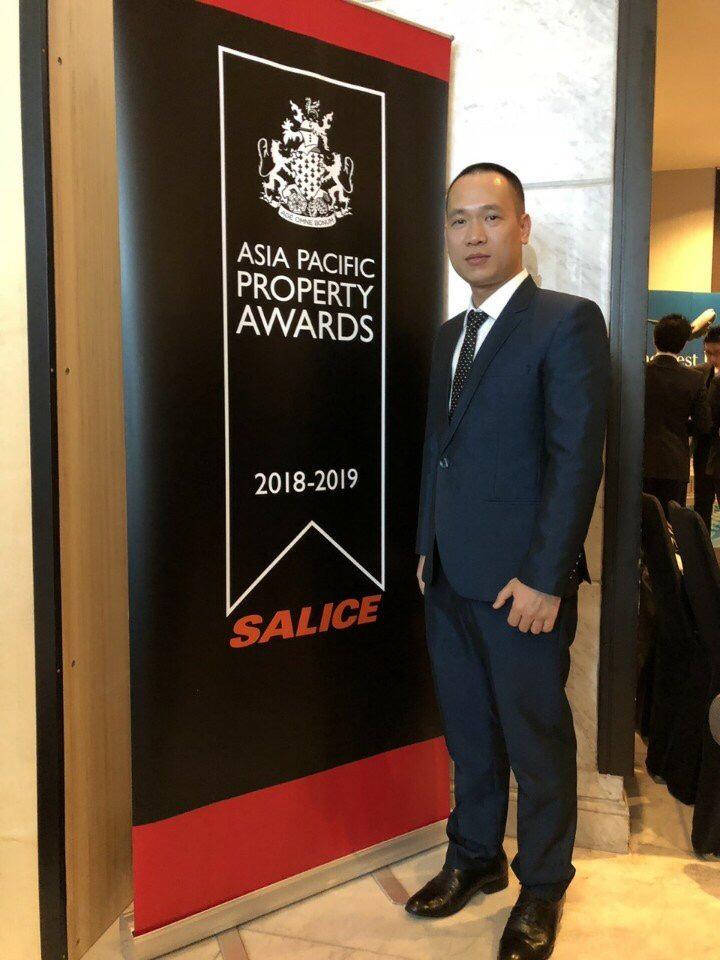 Ông Phí Kim Phúc đại diện CTY MDLand đồng hành cùng Vinhomes nhận giải thưởng KĐT tốt nhất Việt Nam